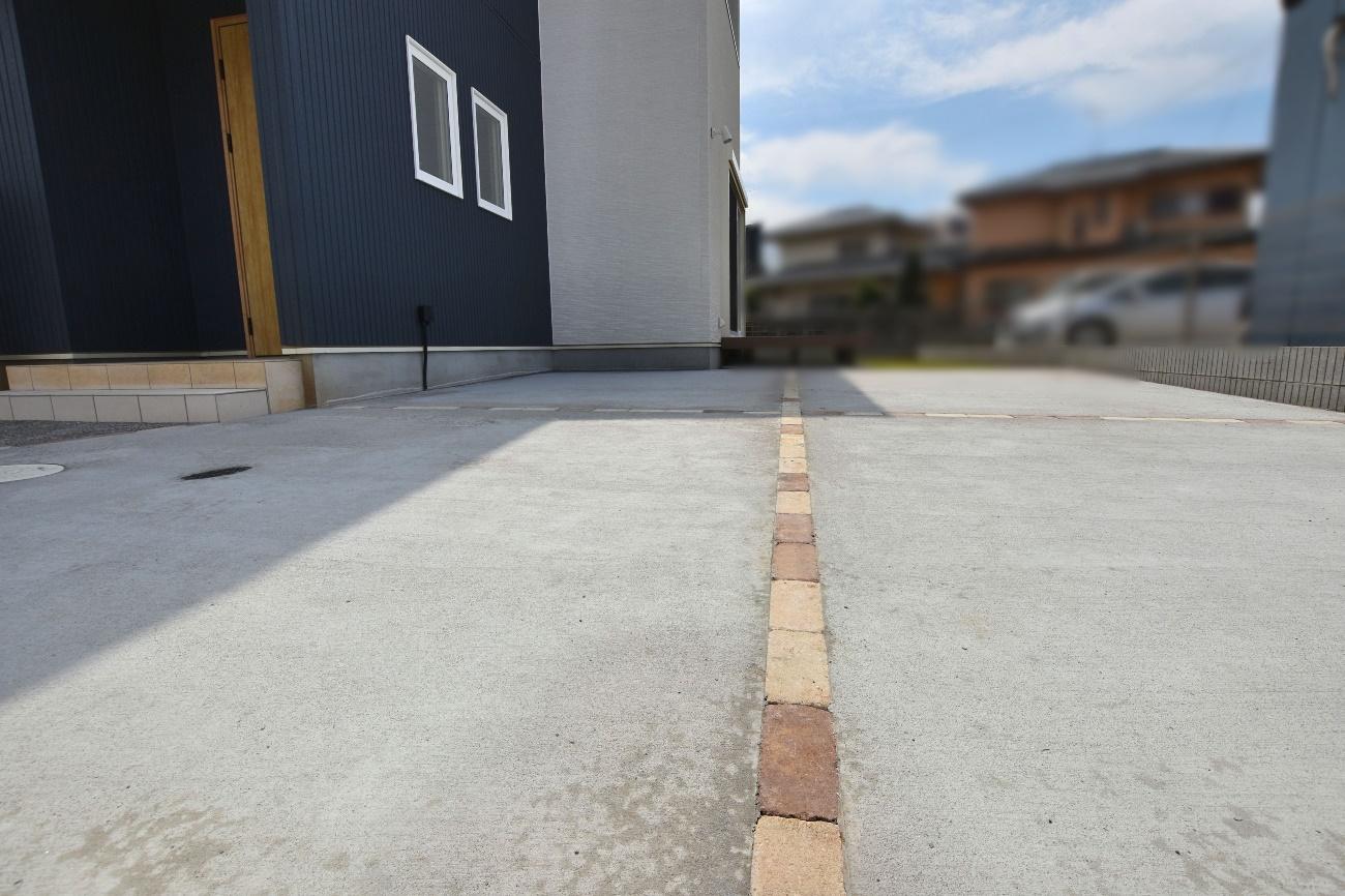 石貼と洗い出しコンクリートのアプローチ