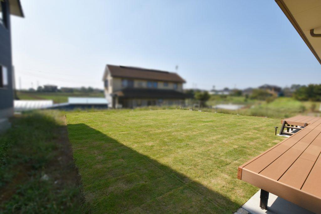 天然芝の広い庭